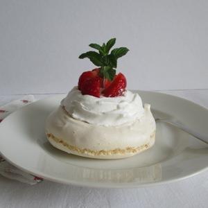 Pavlova eperrel – mini desszert
