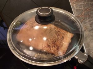 Lazac salátával - lazac sütése2