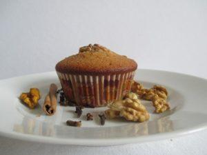 Mézes-diós muffin - tányéron