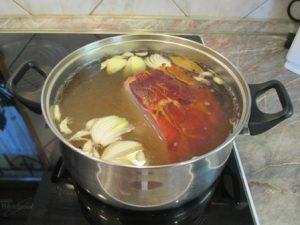 Sonkafőzés - darabolt parasztsonka főzése