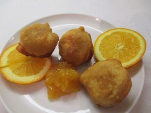 Kefíres fánk tányéron