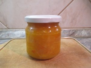Narancsdzsem üvegben