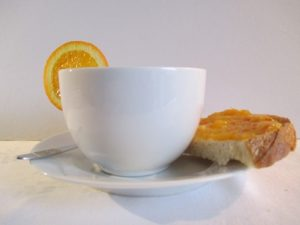 Narancslekvár kenyéren teához