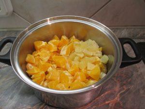 Narancs és citrom feldarabolva