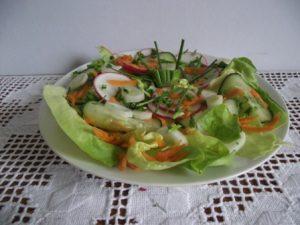 Tavaszi zöld saláta