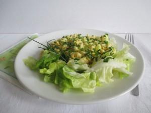 Tojásos nokedli zöld salátával