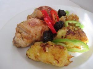 Ételek csirkéből: comb aszalt szilvával