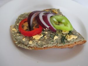 Padlizsánkrémes-zöldséges szendvics