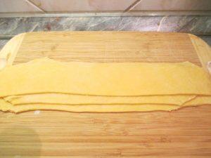Házi tészta géppel nyújtva