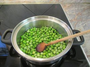 Zöldborsó dinsztelése