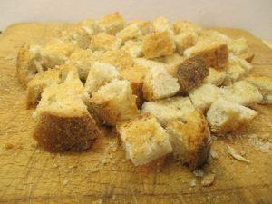 Pirított kenyér felkockázva