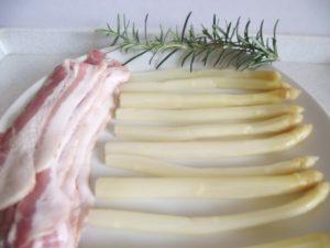 Spárga és bacon