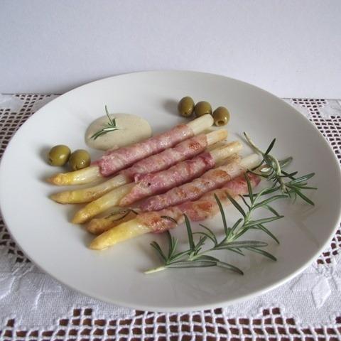 Spárga baconben