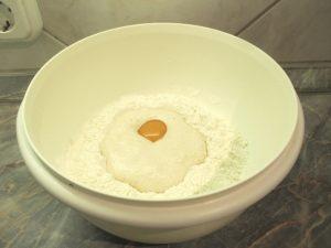 Élesztős tej, tojás és vaj hozzáadása