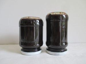 Üvegek fejre állítva