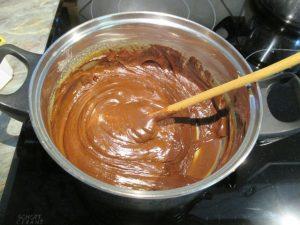 Olvasztott csokoládé hozzákeverése 3
