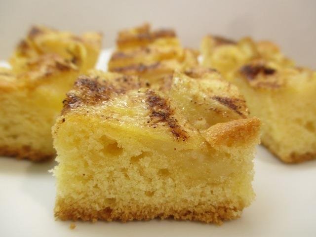 Almás süti tálalva 2