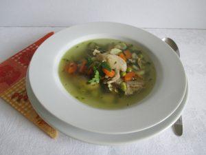 Csirkebecsinált leves tálalva 1