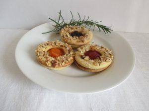 Linzer karikák tányéron 2