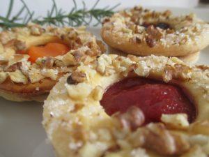 Linzer karikák tányéron 3
