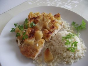 Párolt rizs ananászos csirkemellhez