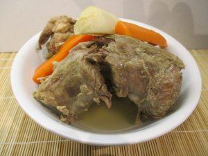 Főtt hús és zöldségek kiszedve