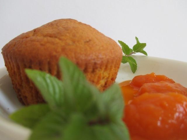 Sütőtökös muffin tálalva
