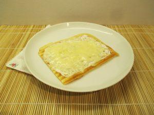 Tejföllel és sajttal