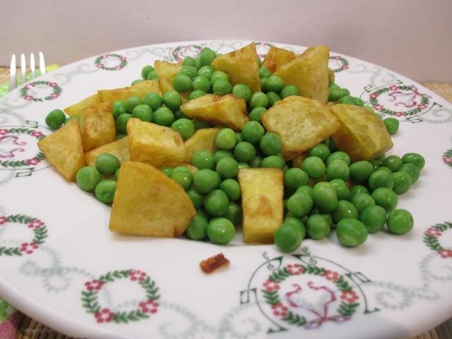 Hús nélküli változat: zöldborsó sültkrumplival