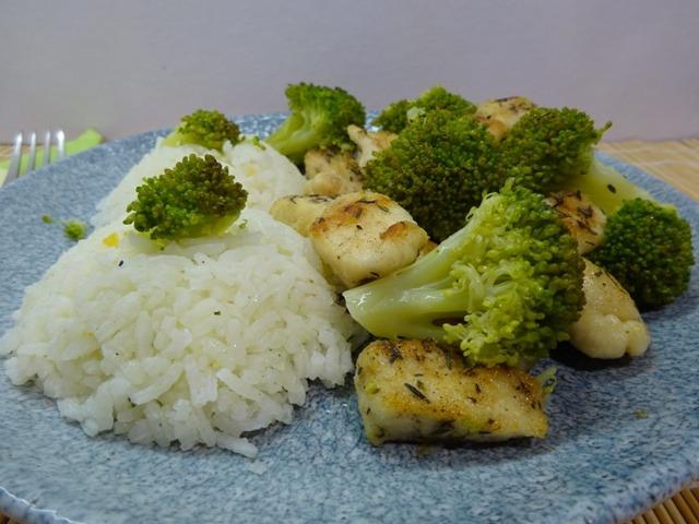 Brokkolis csirkemell tálalva 2