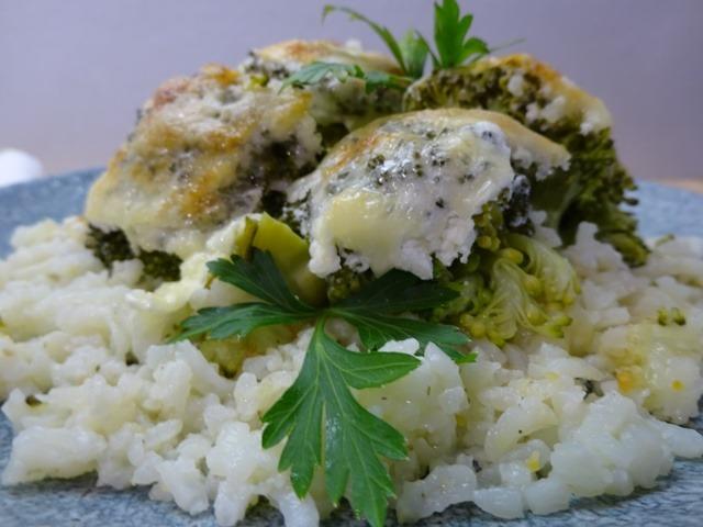 Csőben sült brokkoli tálalva 2