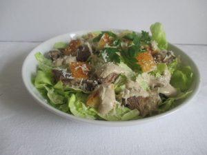 Csirkés cézár saláta