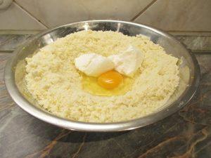 Cukor, tojás tejföl hozzáadása