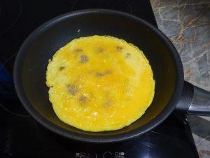 Omlett sütése 2