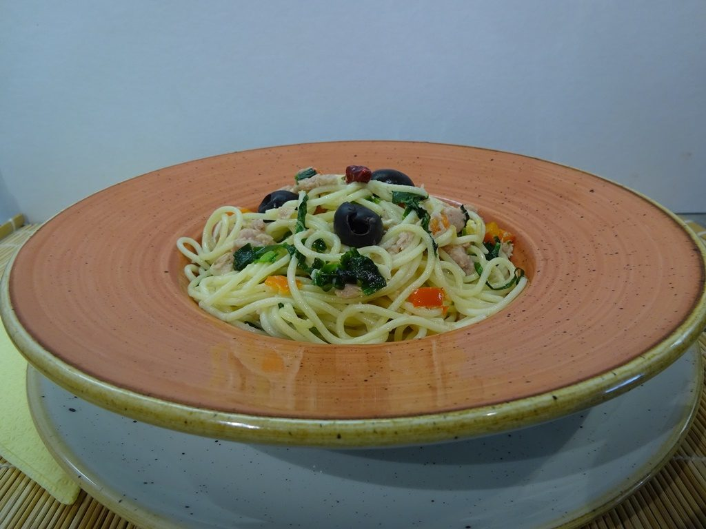 Tonhalas spagetti tálalva 1