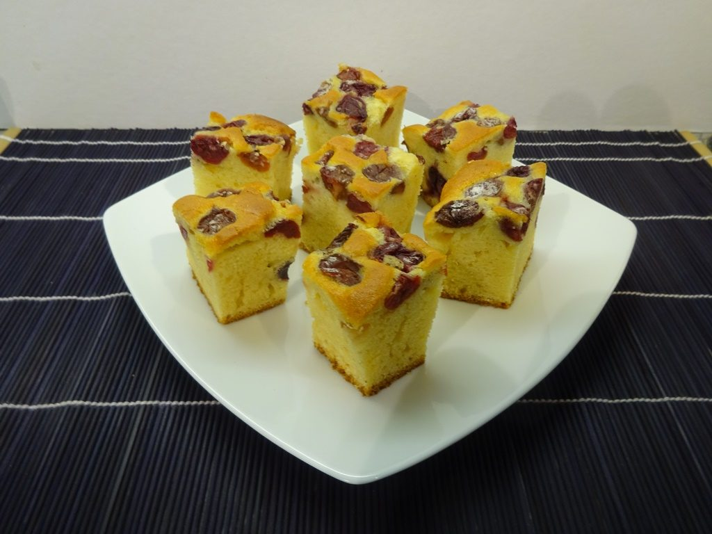 Bögrés süti tálalva 1