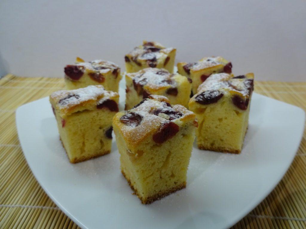 Bögrés süti tálalva 3