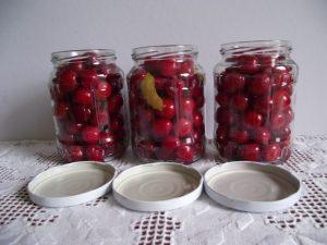 Cseresznye üvegekben