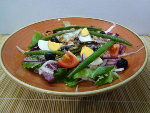 Nizzai saláta tálalva 1