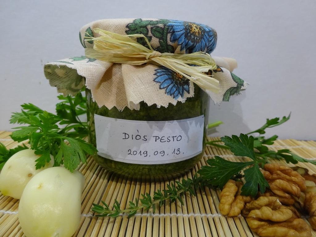 Pesto petrezselyemmel, kakukkfűvel