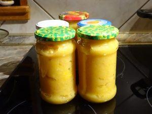 Narancsos birsalma dzsem üvegben