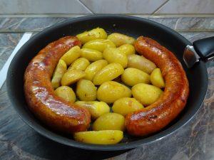 Sült kolbász krumplival 2