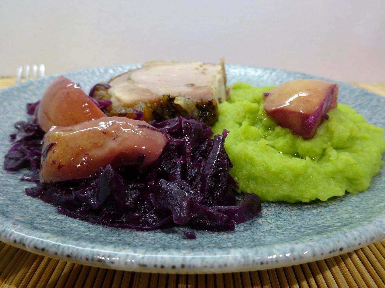 Medvehagymás krumplipüré tálalva 2