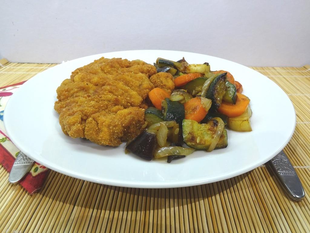Sült vegyes zöldségköret tálalva 1