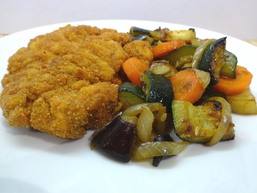 Sült vegyes zöldségköret tálalva 2