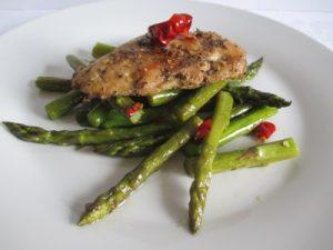 Zöld spárga csirkéhez
