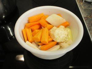 Nyers zöldségek feldarabolva