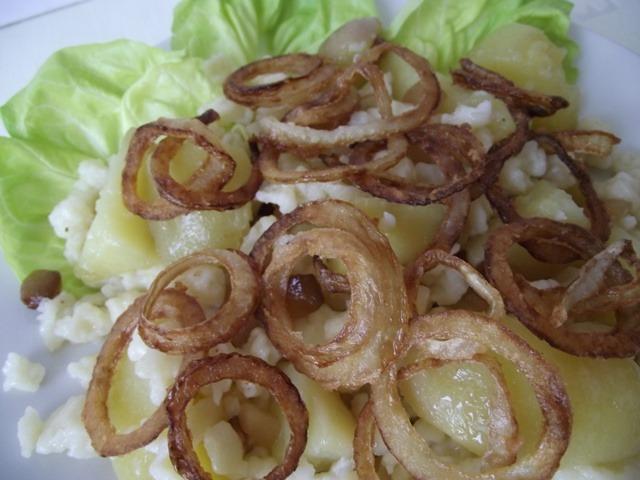 Krumplis tészta tálalva 2