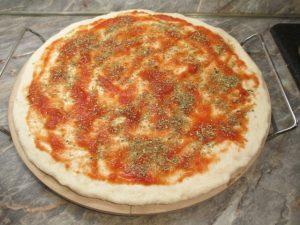 Pizza szósszal, oregánóval