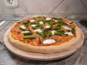 Spárgás pizza készen